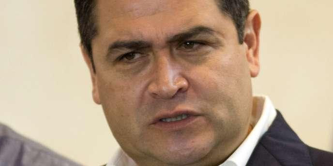 Juan Orlando Hernandez, le candidat de droite arrivée en tête à l'élection présidentielle au Honduras, lors d'une conférence de presse à Tegucigalpa, lundi 25 novembre.