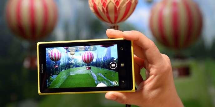Non, les smartphones ne savent pas faire une tarte à la rhubarbe, mais ils sont très utiles pour visionner une vidéo.