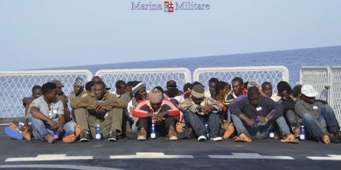 Des migrants venus d'Afrique par bateau ont atteint l'Union européenne par la Sicile.