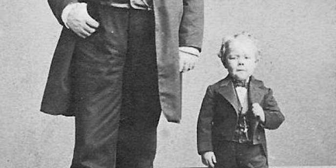 Le célèbre directeur de cirque américain Phineas Taylor Barnum et le nain Commodore Nutt.