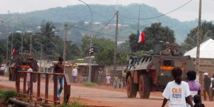 Des militaires français patrouillent dans les faubourgs de Boy-Rabe et Boeing, à Bangui, en août.