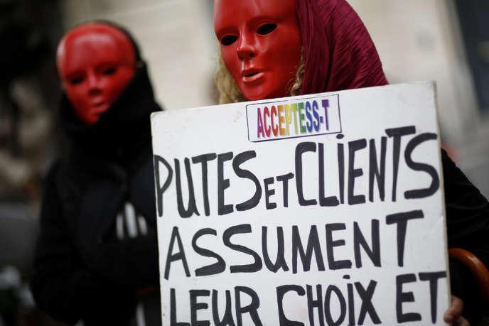 Manifestation contre la pénalisation des clients de prostituées, à Paris, le 17 septembre.
