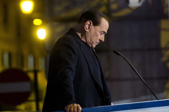 L'ancien premier ministre italien Silvio Berlusconi en meeting à Rome mercredi 27 novembre.