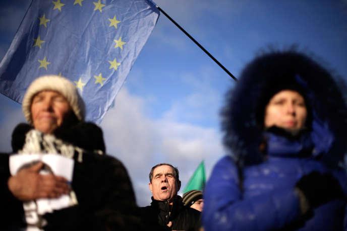 L'Organisation pour la sécurité et la coopération en Europe (OSCE) devrait envoyer une centaine d'observateurs civils en Ukraine.