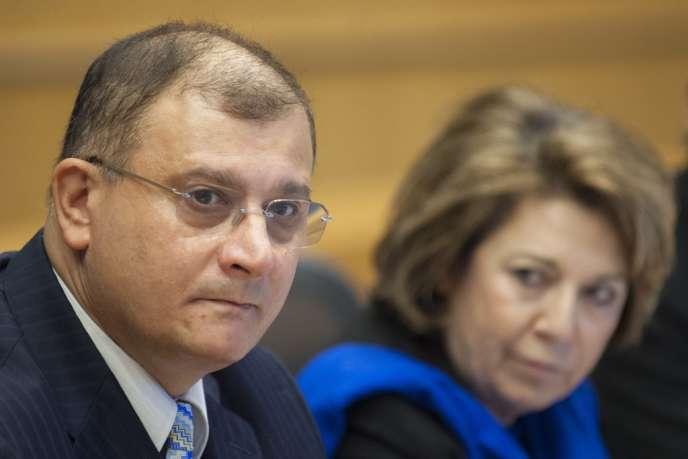 Gilles-Eric Séralini et la députée européenne Corinne Lepage, le 28 novembre, lors d'une conférence de presse à Bruxelles.