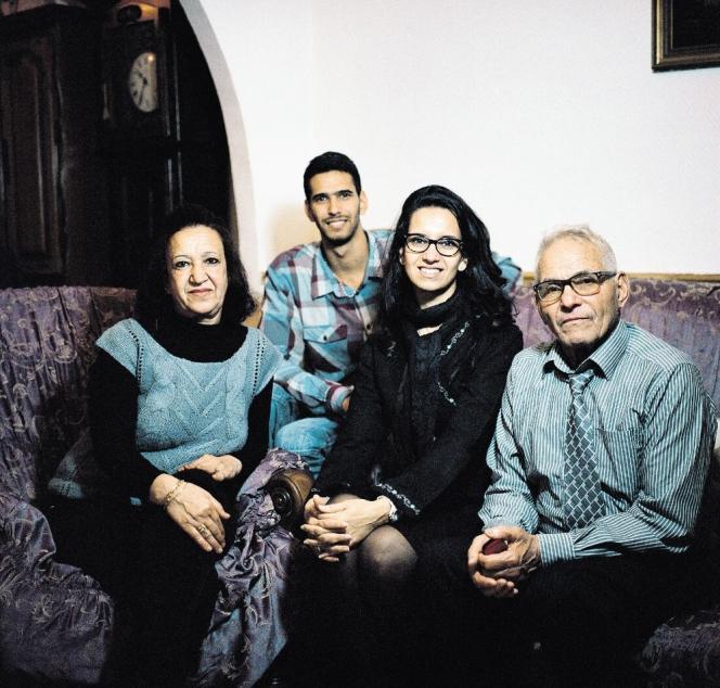 Yamina, Zinedine, Assia et Mohamed Meddah dans leur pavillon de Sucy-en-Brie (Val-de-Marne), jeudi 28 novembre.