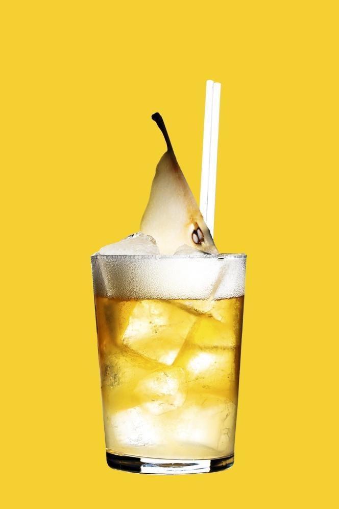 Le Carry Nation (2) s'inspire des bars clandestins de la prohibition, tandis que le  Ballroom (4) mise sur une décoration vintage. On y déguste des  cocktails d'un autre temps, comme l'Americano (3) - Martini, Campari et eau gazeuse - ou le Collins (1) - gin,  jus de citron,  sirop de sureau  et eau gazeuse.Photo: Philippe Levy
