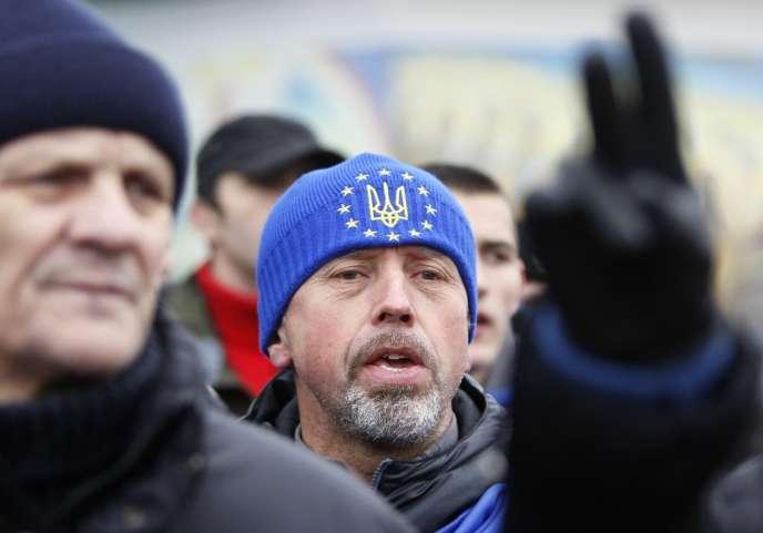L'opposition ukrainienne pro-UE exige une élection présidentielle anticipée et le départ du président Viktor Ianoukovitch, a annoncé l'un de ses leaders samedi après la dispersion violente de manifestants à Kiev.