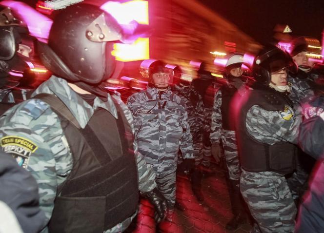 Un millier de personnes se trouvaient encore sur la place au moment de l'assaut des forces de police.