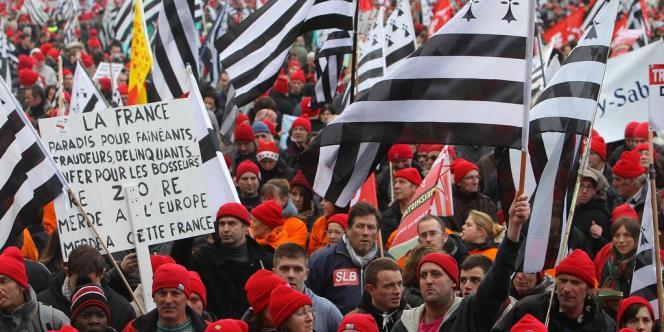 Des milliers de personnes ont afflué, samedi 30 novembre, vers le site du festival des Vieilles Charrues, à Carhaix.