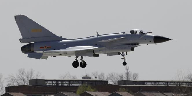 Un chasseur J-10 chinois, en avril.