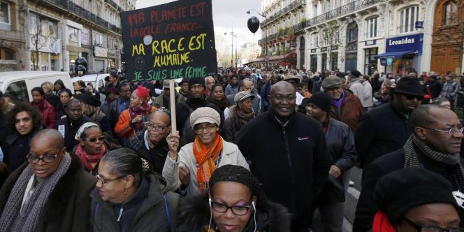 Plusieurs milliers de personnes ont marché à Paris contre le racisme, samedi 30 novembre, à l'appel du milieu associatif et syndical français,