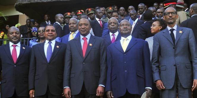 L'avènement d'une monnaie unique s'accompagnera de critères macro-économiques à respecter, notamment en terme de contrôle de l'inflation, ainsi que de la mise en place d'une Banque centrale est-africaine, devrait cependant encore prendre plusieurs années : l'EAC table sur une décennie.