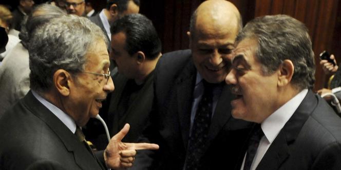 Amr Moussa, président de l'assemblée constituante, et El-Sayed El-Badawi, président du parti Wafd.