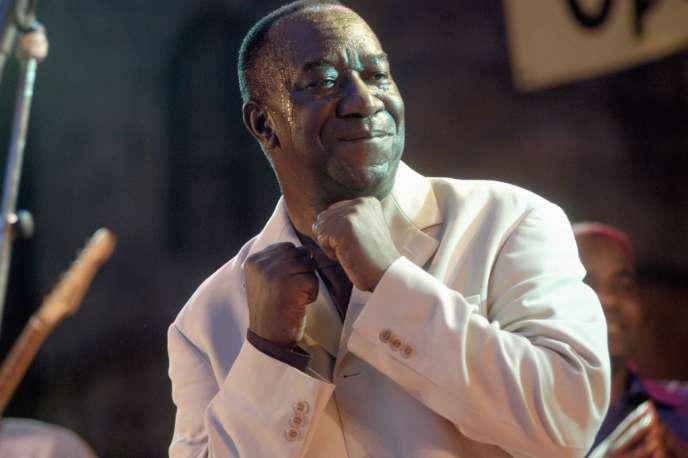 Hertme (Pays-Bas), 2003. Le chanteur et compositeur congolais Tabu Ley Rochereau lors du Festival Afrika.