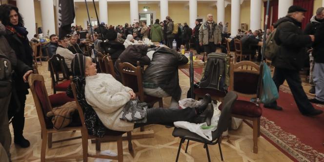 Des manifestants avaient pris le contrôle, dimanche 1er décembre, de la mairie de Kiev.