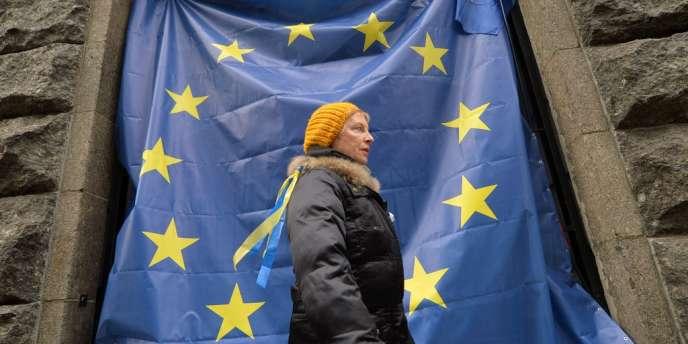 La colère des Ukrainiens pro-européens ne cesse de grandir depuis que leur président, Viktor Ianoukovitch, a abruptement rompu les négociations de l'accord d'association avec l'UE, le 21 novembre, une semaine avant sa signature.