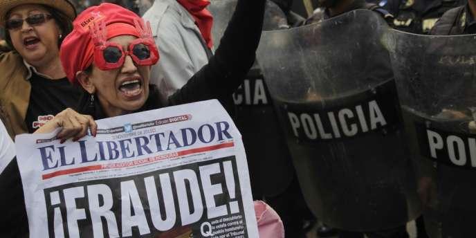 Selon les résultats officiels et définitifs du TSE publiés dans la nuit de samedi à dimanche, le candidat du Parti national au pouvoir, Juan Orlando Hernandez, a remporté l'élection présidentielle devant Mme Castro.