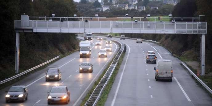 Au moins onze bornes et quatre portiques destinés au contrôle de la collecte de l'écotaxe ont déjà été détruits en France – principalement en Bretagne – depuis le début de la contestation contre cette mesure fiscale suspendue par le gouvernement.
