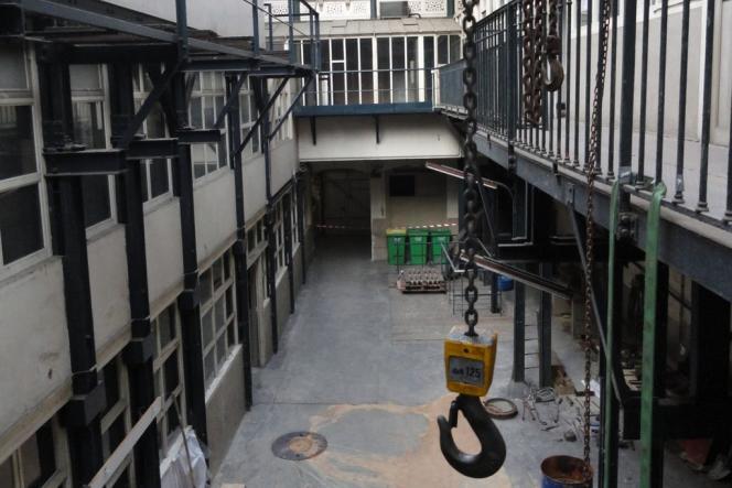 Le bâtiment qui abritait l'usine de la Société des cendres, en 2011, avant sa réhabilitation par Uniqlo.