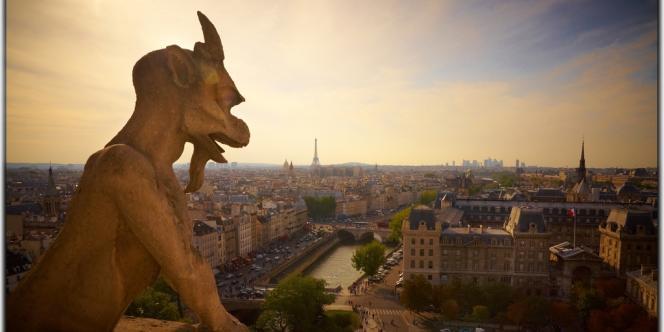 Les établissements à prix serrés pour les jeunes se multiplient dans la capitale. En 2012, Paris comptait 14 auberges de jeunesse et 23 auberges privées, soit 6 000 lits.