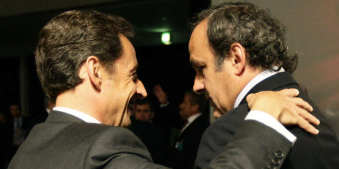 Le président Nicolas Sarkozy et Michel Platini, patron de l'UEFA, lors de la nomination de la France comme pays organisateur de l'Euro 2016, à Genève le 28 mai 2010.