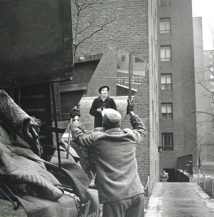 Autoportrait, par la photographe Vivian Maier (1955).