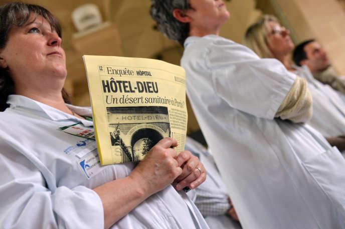 Une assemblée des personnels de l'Hôtel-Dieu à Paris, le 16 mai.