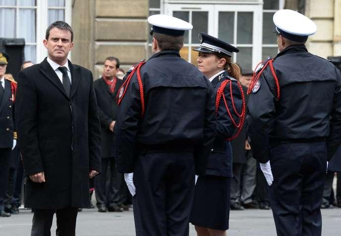 Manuel Valls à la préfecture de police de Paris le 4 décembre.