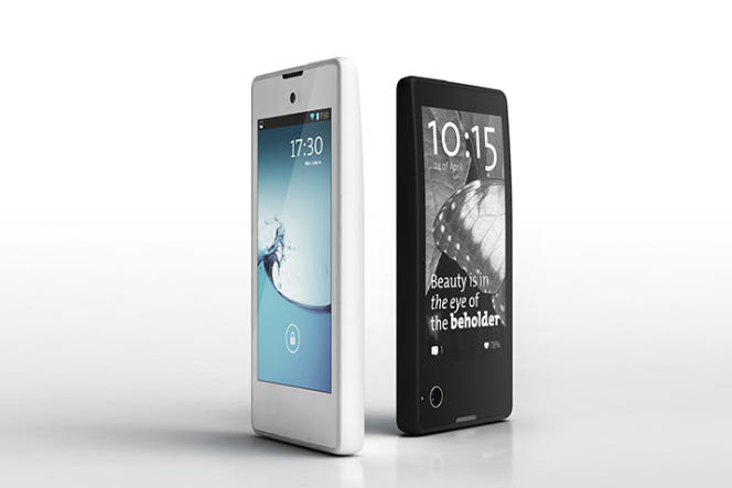Le Yota Phone.