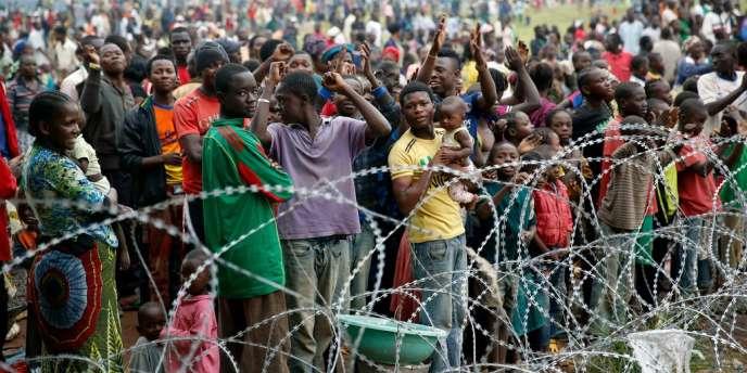 Des milliers d'habitants ont fui les violences qui déchirent la capitale centrafricaine pour se réfugier aux abords de l'aéroport de Bangui.