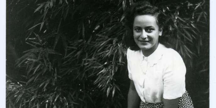 Arrêtée le 8 mars 1944, Hélène Berr est déportée à Bergen-Belsen où elle mourra en avril 1945.