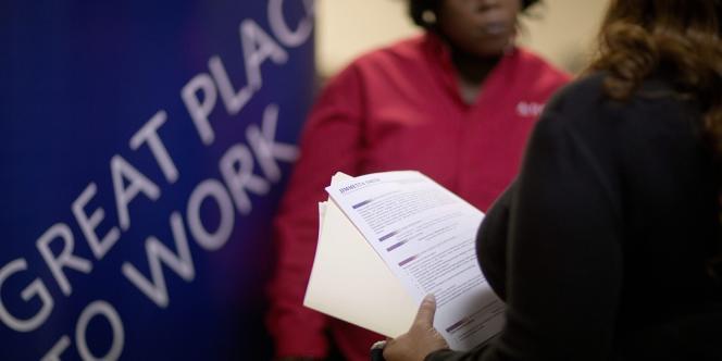 Le taux de chômage a reculé en novembre et s'affiche à 7 % pour la première fois depuis novembre 2008 tandis que les créations d'emplois nets ont battu les prévisions des analystes.