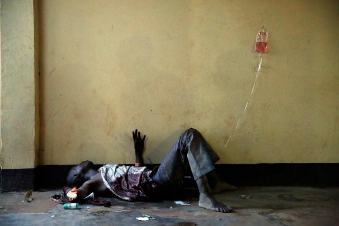 Un blessé dans une mosquée de Bangui, le 5 décembre.