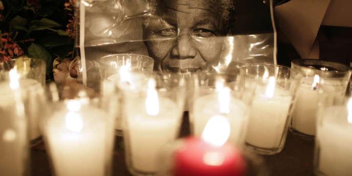 Hommage à Nelson Mandela le 6 décembre.