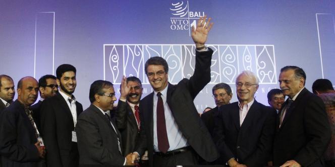 Au centre, le directeur général de l'Organisation mondiale du commerce (OMC), Roberto Azevedo.