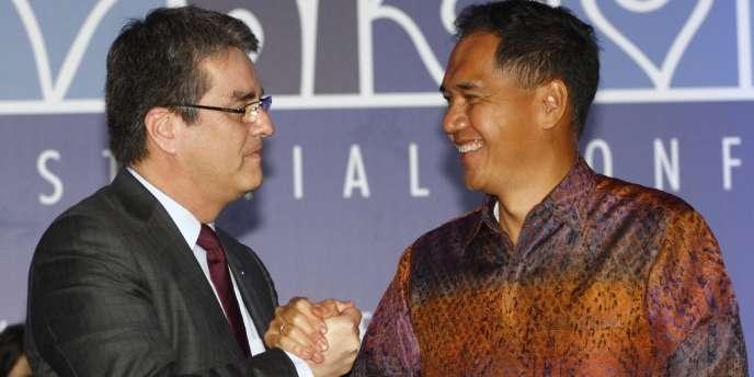 Le directeur général de l'OMC, Roberto Azevêdo, avec le ministre indonésien du commerce, Gita Wiryawan, le 7 décembre à Bali.