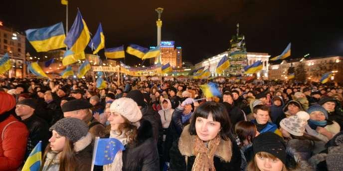La foule des protestataires rassemblés sur la place de l'Indépendance, le 1er décembre à Kiev.