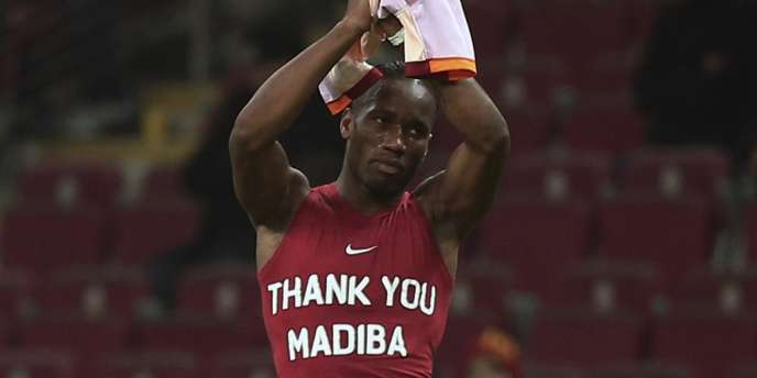 L'hommage de Didier Drogba à Nelson Mandela, le 6 décembre.