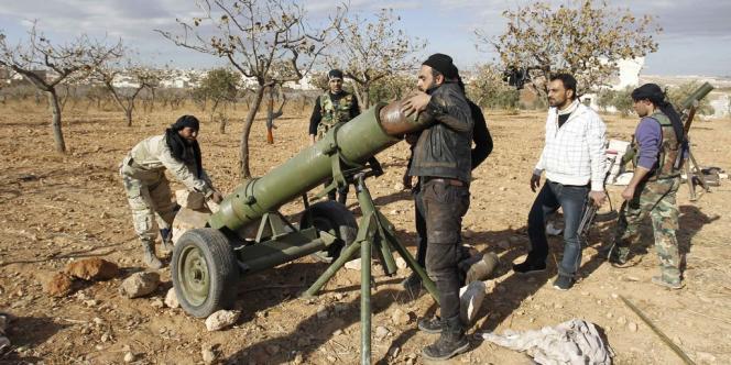 Des combattants de l'Armée syrienne libre, le 8 décembre à Alep.