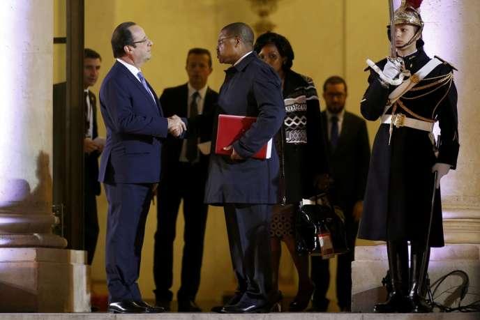 François Hollande et le premier ministre centrafricain Nicolas Tiangaye, le 7 décembre à l'Elysée.