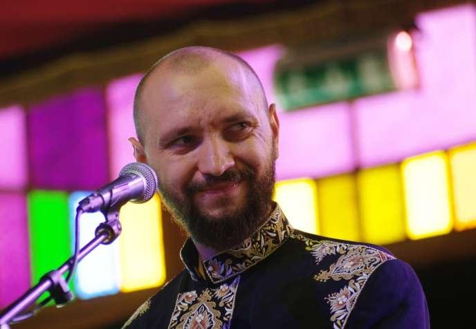 Le chanteur du groupe ukrainien, DakhaBrakha, Marko Halanevych en concert au Haldern Pop Festival 2013 en août 2013.