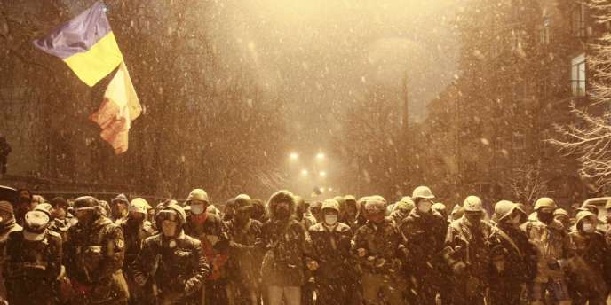 Alors que l'ultimatum donné aux manifestants expire lundi 9 décembre, la police bloque la plupart des accès au centre-ville de Kiev.