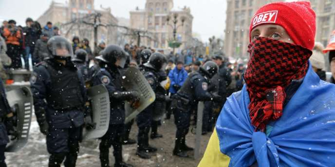 Déploiement des forces de l'ordre sur Maïdan, la place de l'Indépendance à Kiev, lundi 9 décembre.