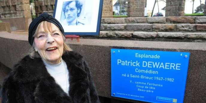 Grand-mère de l'actrice Lola Dewaere, Mado Maurin qui a joué de nombreux seconds rôles au cinéma, à la télévision et au théâtre, était une figure du monde artistique.