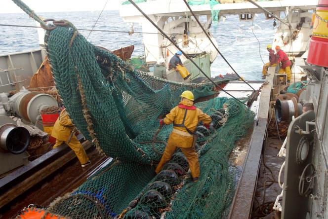 Le Parlement européen n'interdit pas le chalutage en eaux profondes.