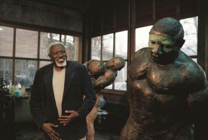 Ousmane Sow : Nouba debout et couple de lutteurs corps à corps.
