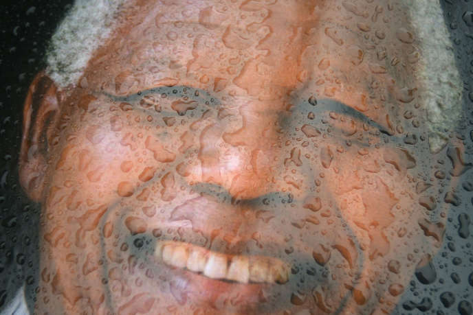 Une affiche à l'effigie de Nelson Mandela, près du stade FNB à Johannesburg.