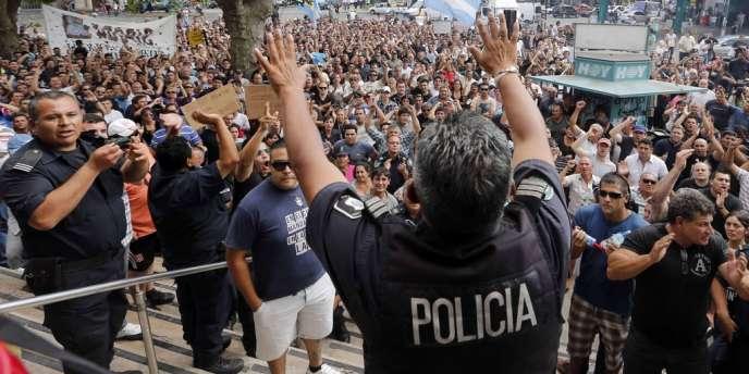 Le mouvement de protestation de policiers d'une dizaine de provinces, revendiquant des salaires plus élevés, ne touche pas la police fédérale.