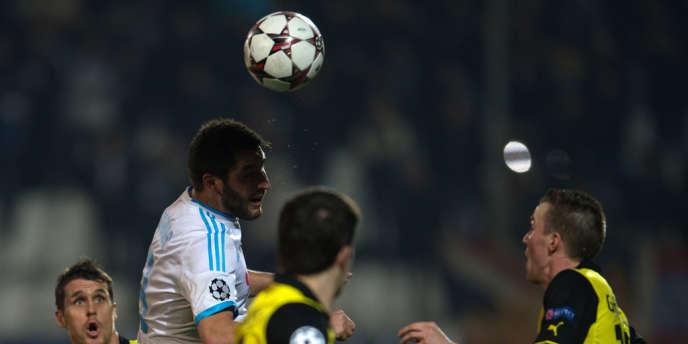 Le Marseillais André-Pierre Gignac face aux joueurs de Dortmund, le 11 décembre à Marseille.